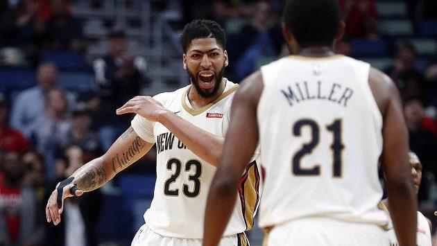 Basketbalista New Orleans Pelicans Anthony Davis (23) v utkání proti Phoenixu.