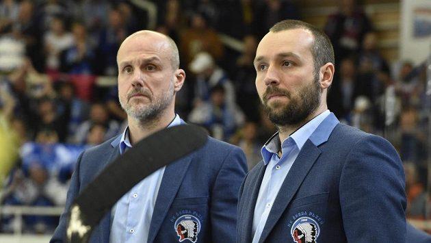 Martin Straka (vlevo) už na plzeňské střídačce stát nebude.