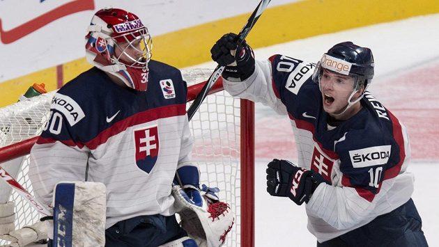 Kapitán Martin Réway a brankář Denis Godla, dva hrdinové slovenského týmu.