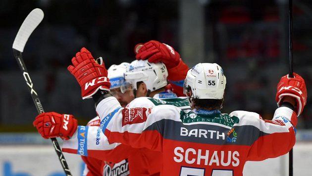Hokejisté Pardubic se radují z gólu - ilustrační foto.