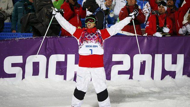 Kanadský boulař Alex Bilodeau se raduje z olympijského zlata ze Soči.