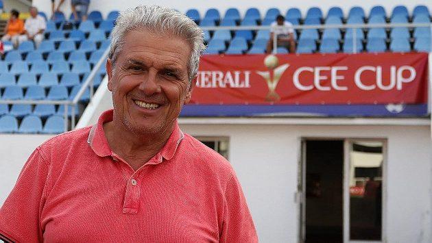 Italský skaut Giovanni Gullo vyhledává talenty pro Nice. V těchto dnech sleduje zápasy pražského CEE Cupu, mezinárodního turnaje hráčů do 19 let.