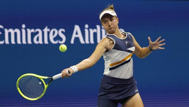 Tenistka Barbora Krejčíková v akci během osmifinále US Open