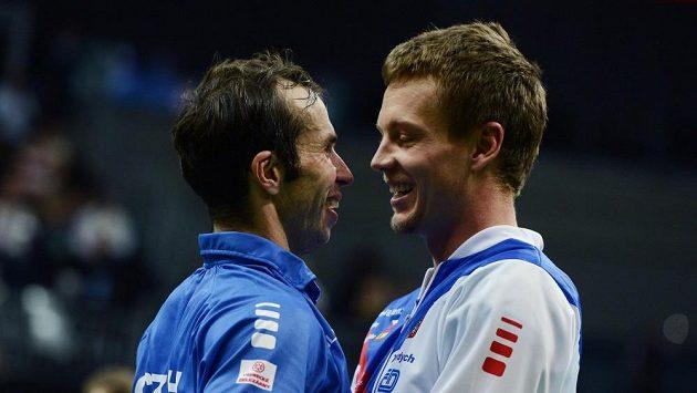 Radek Štěpánek a Tomáš Berdych při loňském zisku Davis Cupu.
