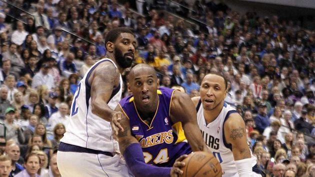 I díky 38 bodům Kobeho Bryanta vybojovali basketbalisté Lakers důležité vítězství v boji o play-off NBA na půdě Dallasu 103:99.