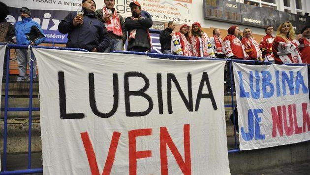 Fanoušci Slavie mají jasno, žádají výměnu trenéra.