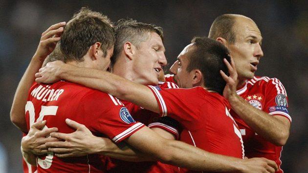 Fotbalisté Bayernu Thomas Müller, Bastian Schweinsteiger, Franck Ribery a Arjen Robben se radují z gólu proti Manchesteru City.