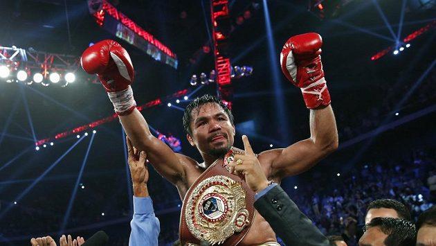 Filipínský boxer Manny Pacquiao slaví triumf.
