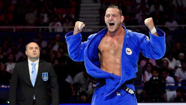 Lukáš Krpálek se raduje z vítězství ve finále s Japoncem Hisajošim Harasawou.