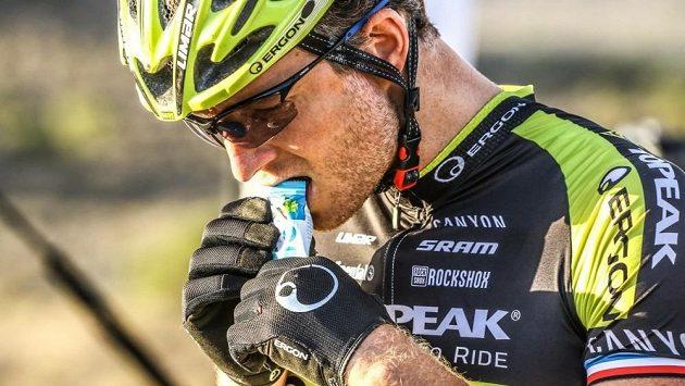 Český biker Kristián Hynek před startem závodu Attakwas v Jihoafrické republice