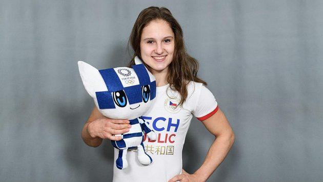 Sportovní gymnastka Aneta Holasová na archivním snímku během představení motivu oblečení pro LOH v Tokiu.