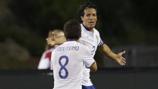 Portugalský obránce Bruno Alves (2) se raduje ze své branky do mexické sítě.