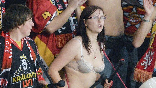 Hokejisty Hradce nezachránili od debaklu ani nejvěrnější fanoušci.