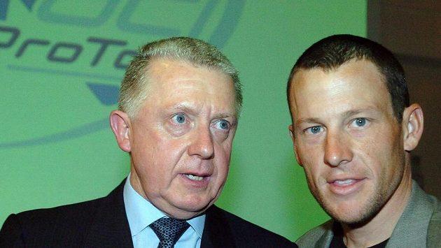 Bývalý šéf světové cyklistiky Hein Verbruggen a Lance Armstrong na snímku z roku 2005. Tehdy byli ještě přátelé.