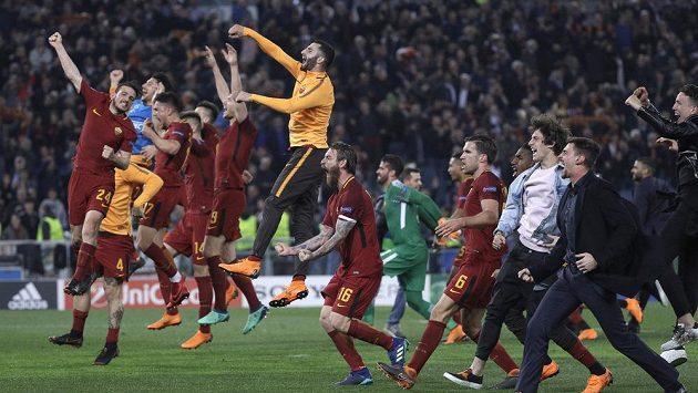 Postupová radost v podání fotbalistů AS Řím, zvítězili nad Barcelonou 3:0 a poslali Messiho a spol. ze hry v Lize mistrů.
