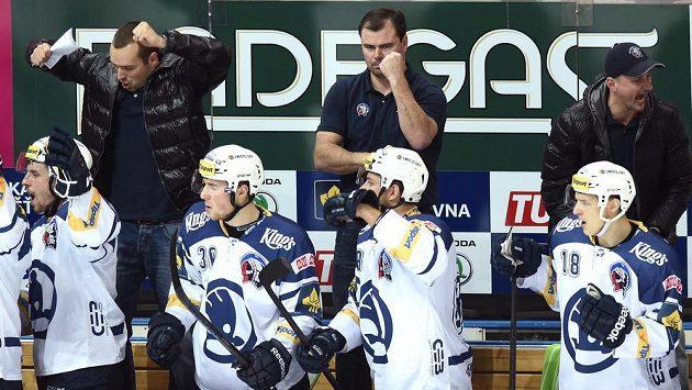 Jaroslav Špaček (uprostřed) už na střídačce plzeňských hokejistů stát nebude.