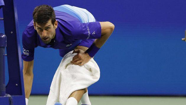 V prvním setu se musel srbský tenista Novak Djokovič sklonit před uměním domácího Jensona Brooksbyho, pak už ale na kurtu vládl.