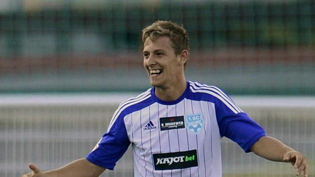 Autor prvního gólu Znojma v Gambrinus lize Patrik Hrošovský se raduje ze své trefy proti pražské Dukle.