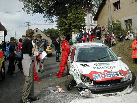 Při Rallye Bohemia smetla závodní posádka diváky.