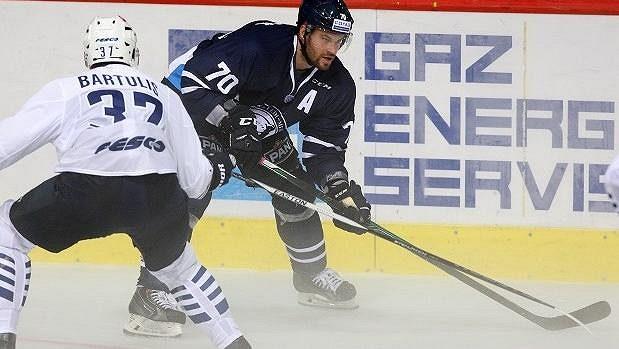 Hokejista Radek Smoleňák ukončil smlouvu ve Slovanu