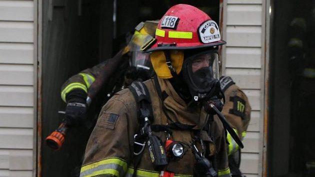 Třiačtyřicetiletý hasič Jay Stevens oblékl hokejovou výstroj brankáře a šel opravdu chytat za Utah Grizzlies
