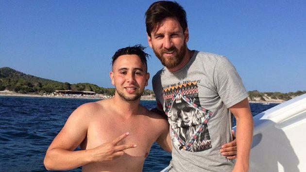 Fanoušek Suli plaval kilometr k jachtě argentinského útočníka Lionela Messiho.