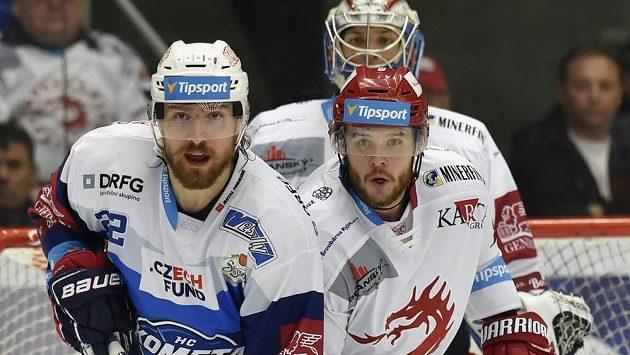 Lukáš Kašpar (vlevo) ještě v dresu Brna, vedle brankář Petr Kváča a Vladimír Roth, oba z Třince.