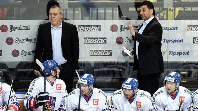 Trenér hokejové reprezentace Vladimír Růžička (vpravo) a asistent Ondřej Weissmann během utkání se Švédskem.