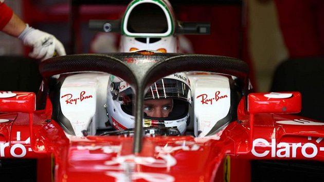 Sebastian Vettel předvedl ochrannou svatozář při testech v Silverstonu.