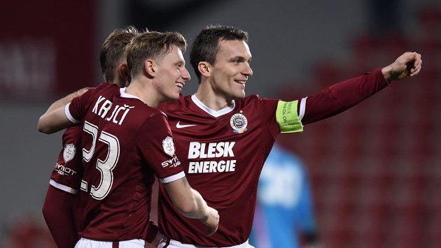 Fotbalisté Sparty Praha Ladislav Krejčí, Bořek Dočkal a David Lafata oslavují gól v zápase s Českými Budějovicemi.