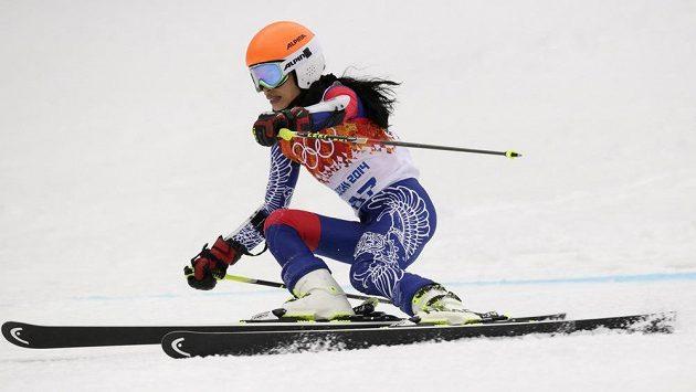 Houslistka Vanessa Mae zvládla první kolo olympijského obřího slalomu.