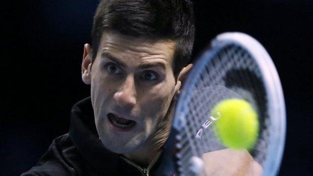 Novak Djokovič v utkání na Turnaji mistrů proti Tomáši Berdychovi.
