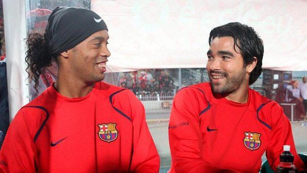 Dvě bývalé hvězdy Barcelony Ronaldinho (vlevo) a Deco.