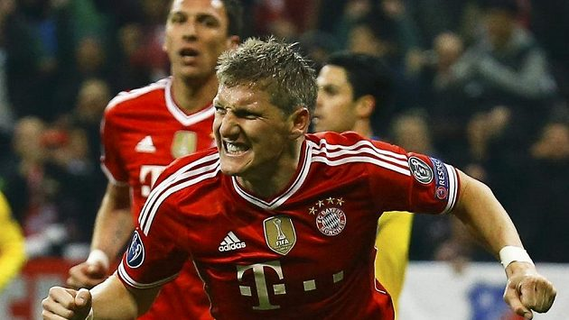 Radost Bastiana Schweinsteigera, autora úvodního gólu Bayernu v odvetném duelu osmifinále LM s Arsenalem.