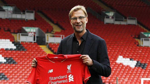 Kouč Jürgen Klopp se představil v Liverpoolu při slavnostním podpisu smlouvy.
