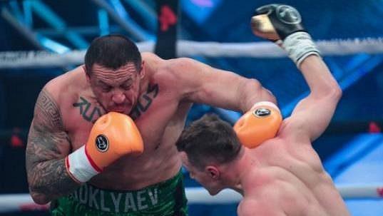 Artem Tarasov měl porazit Michaila Koklajeva. Nevyhrál a zvláštní odměna nebude.