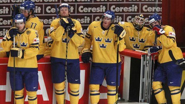 Zdrcení švédští hokejisté po čtvrtfinálové prohře s českým výběrem