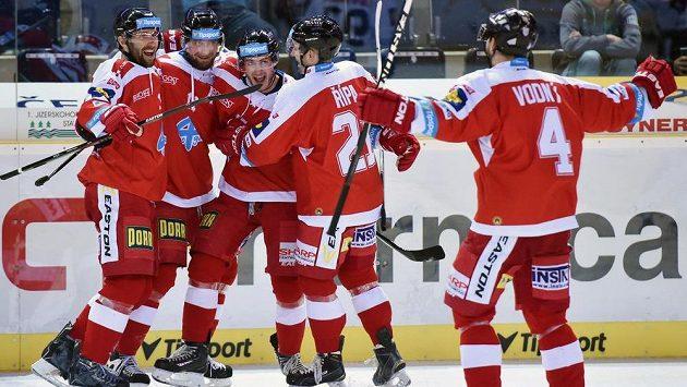 Hokejisté Olomouce se radují z gólu (ilustrační foto).