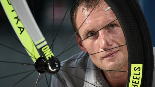 Ondřej Sosenka se pokusí vytvořit světový rekord v hodinovce.
