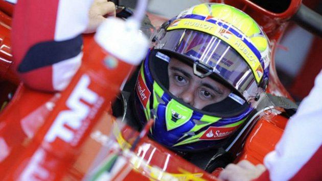 Felipe Massa v kokpitu vozu Ferrari F138 při testech v Jerezu. Archivní snímek
