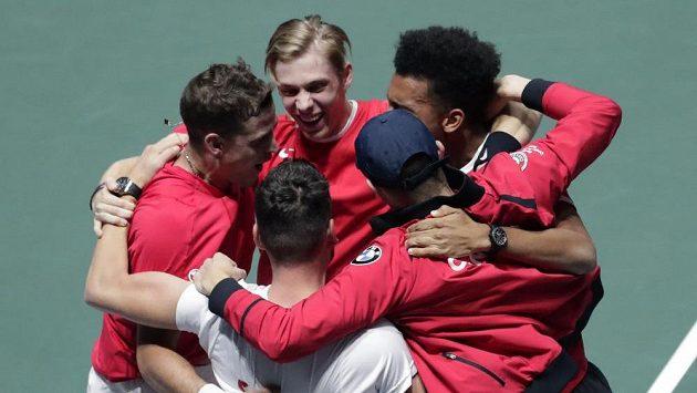 Vasek Pospisil a Denis Shapovalov zajistili Kanadě první finále Davisova poháru v historii.