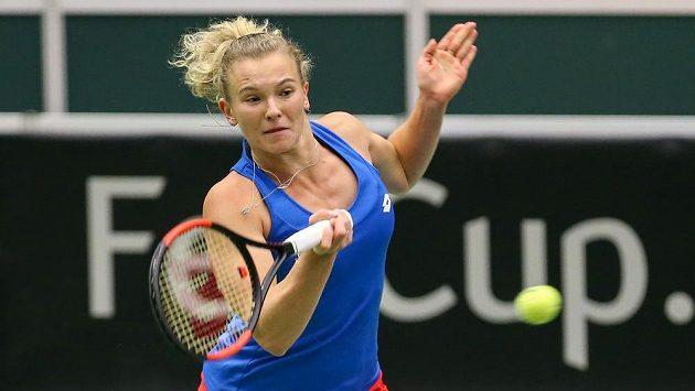 Kateřina Siniaková v utkání dvouhry proti Simoně Halepové z Rumunska.