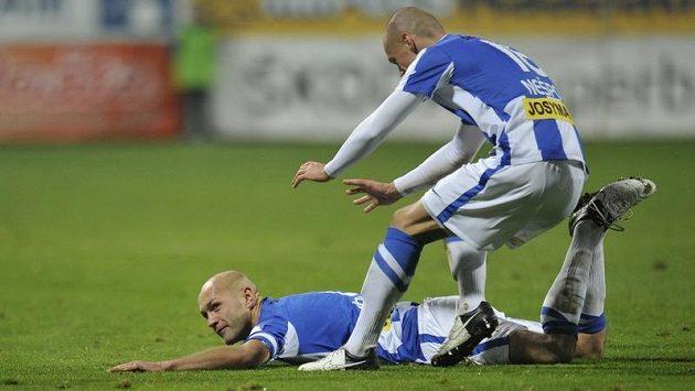 Mladoboleslavský obránce Petr Johana se raduje ze vstřelení gólu proti pražské Dukle. Vpravo přibíhá Martin Nešpor.