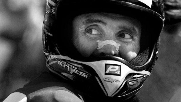Bývalý sáňkařský šampion a později vynikající závodník na horských kolech Corrado Herin zemřel při havárii malého letadla.