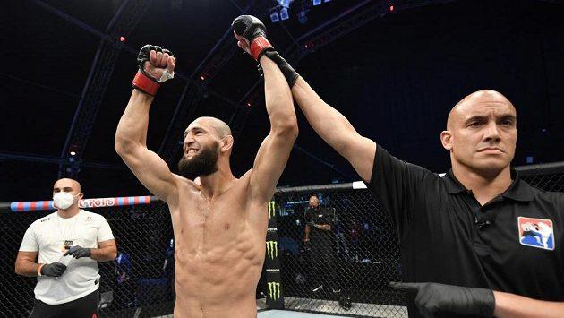 Khamzat Chimaev a jeho druhá radost z výhry v UFC.