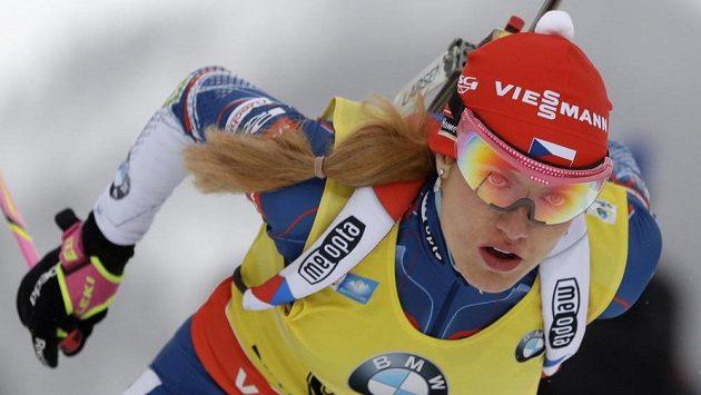 Soustředěný výraz Gabriely Koukalové během závodu v německém Ruhpoldingu.