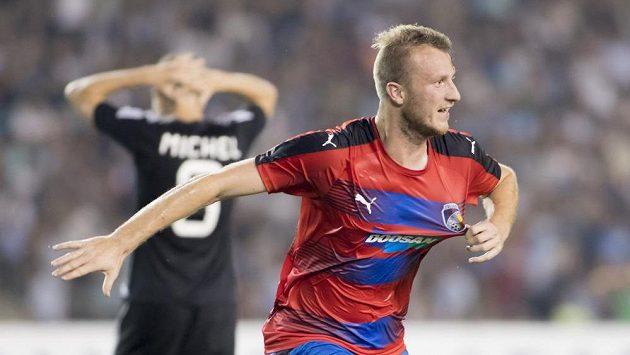 Michael Krmenčík z Plzně se raduje z postupového gólu proti Karabachu.