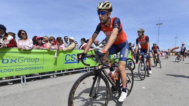 Domácí favorit Vincenzo Nibali přijíždí na start úvodní etapy Giro d'Italia.