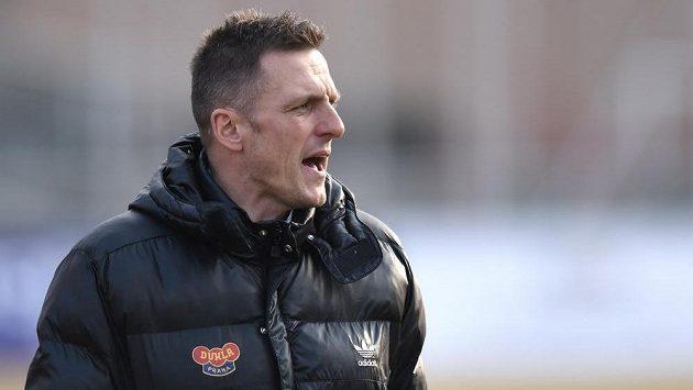 Trenér Dukly Praha Luboš Kozel během zápasu s Plzní.
