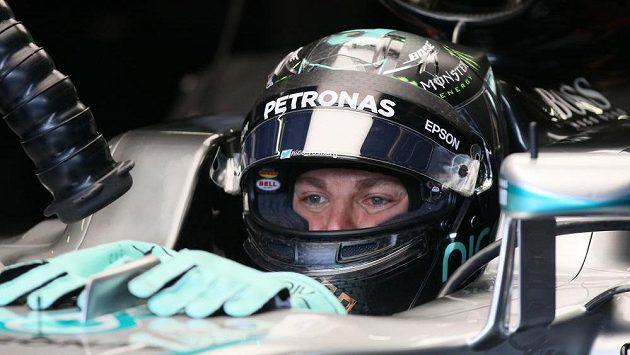 Pilot Mercedesu Nico Rosberg kraloval oběma sekcím pátečních tréninků na Red Bull Ringu ve Spielbergu.